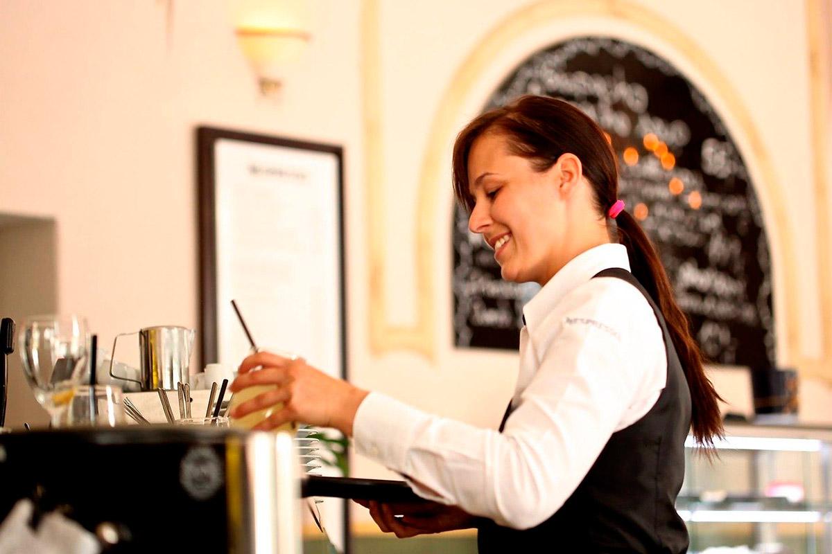 Civiform-cameriere-servizio bar